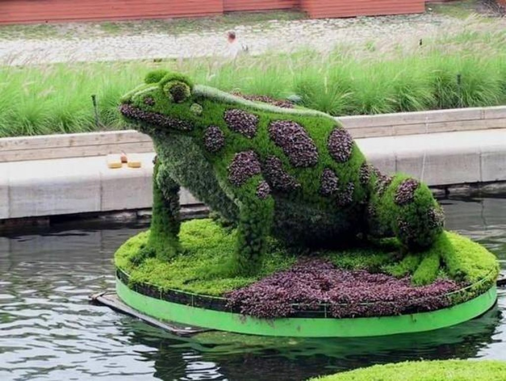 Amazing garden figures and designs creative decorated gardens with
