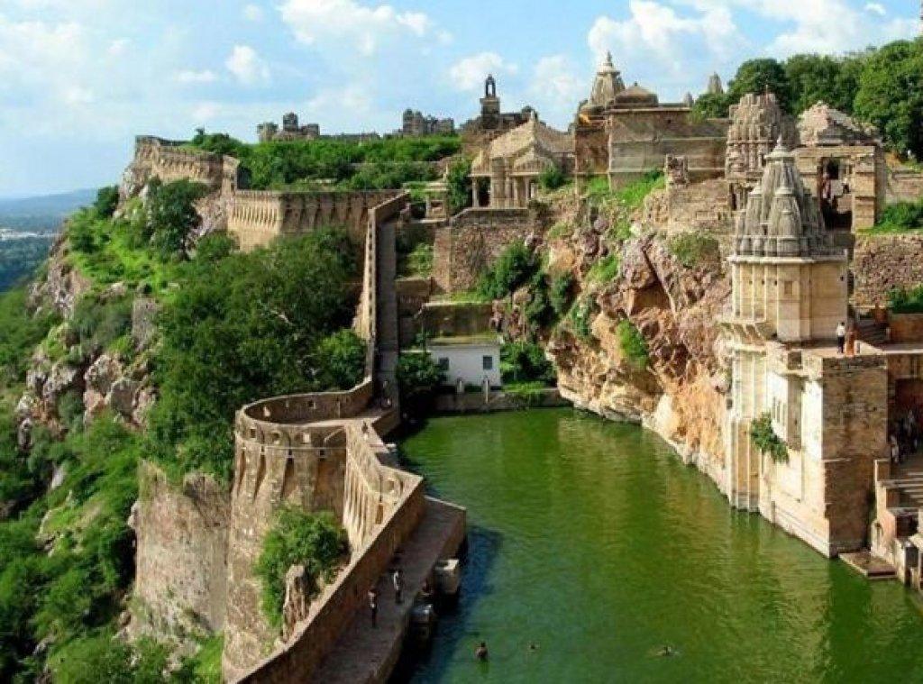 Amazing Places Around The World Part1 Benteng Chittorgarh India